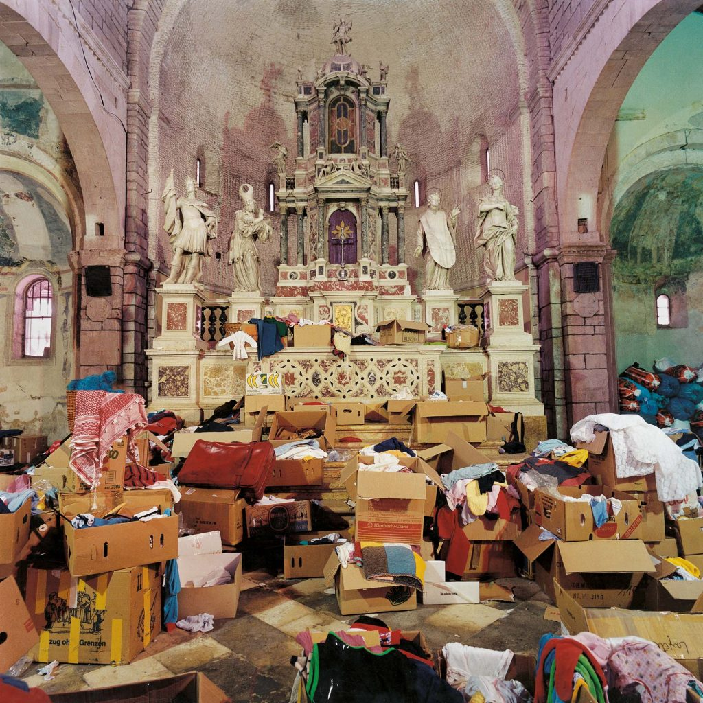 THE CROATIAN MASS THE CHURCH OF ST. CHRYSOGON, ZADAR, FEBRUARY 1992 Caritas activity in the church - collecting clothes